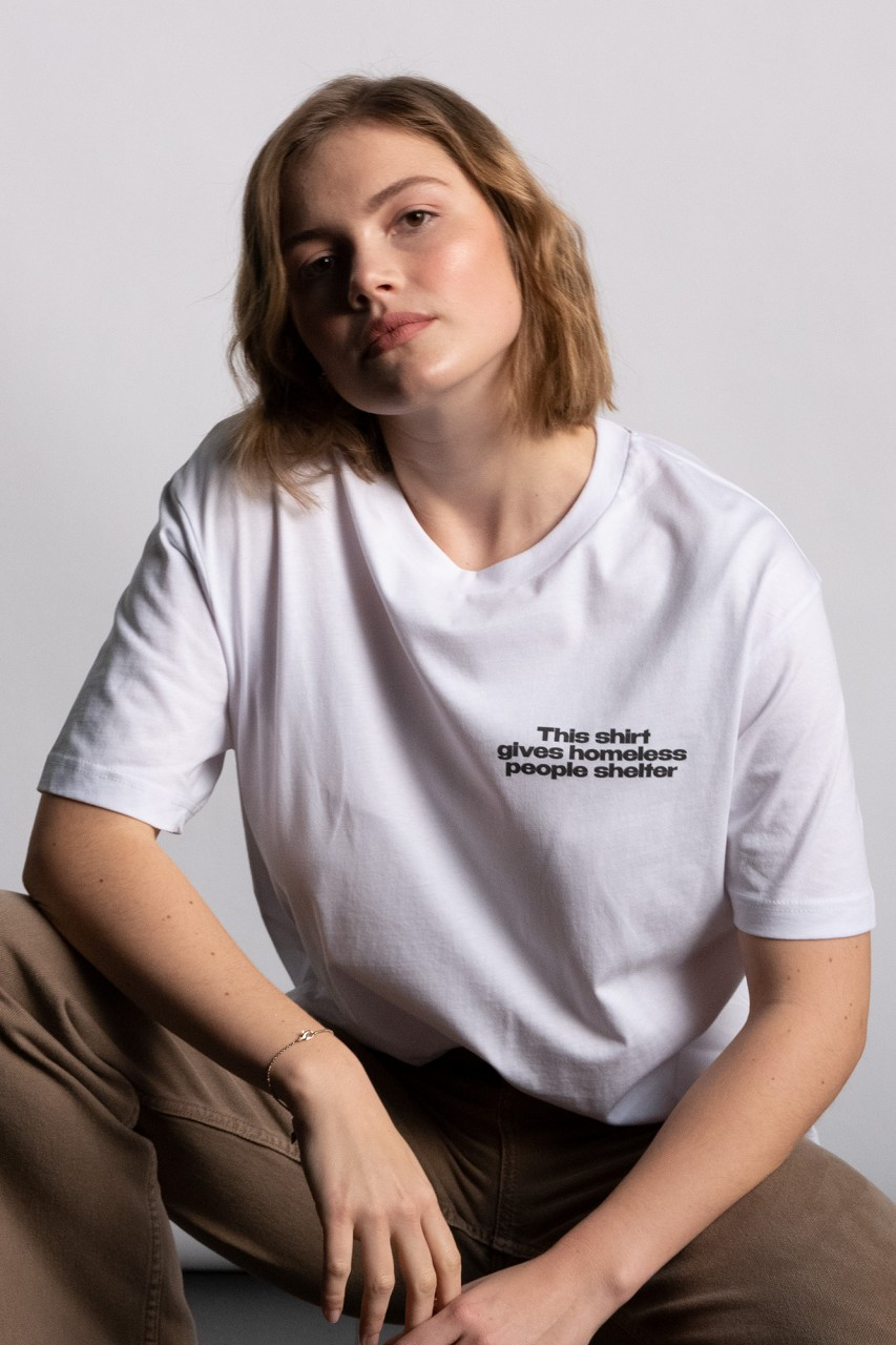 This shirt gives homeless people shelter